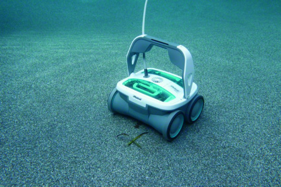 Robot làm sạch hồ bơi